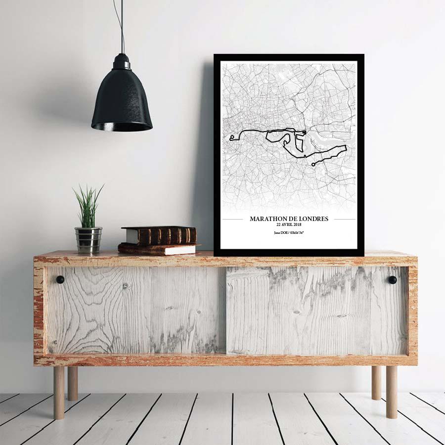 Aperçu de l'affiche encadrée réalisée en collaboration avec le cartographe représentant le tracé du marathon de Londres 2018