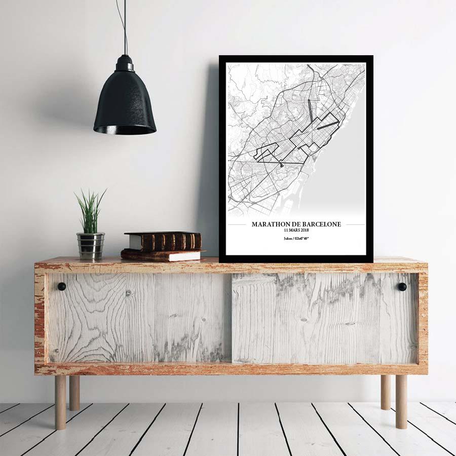 Aperçu de l'affiche encadrée réalisée en collaboration avec le cartographe représentant le tracé du marathon de Barcelone 2018